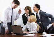 oficina-equipo-junta-reunion-platica-companeros-de-trabajo-gente-ejecutivos-problema